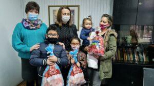 Mлади зрењанинци из дијаспоре обезбедили пакетиће за децу
